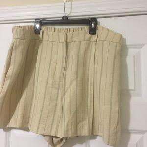 New XXL LC Lauren Conrad Beige Gray Shorts